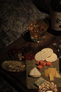 秋の夜長、チーズをドライフルーツのアップ