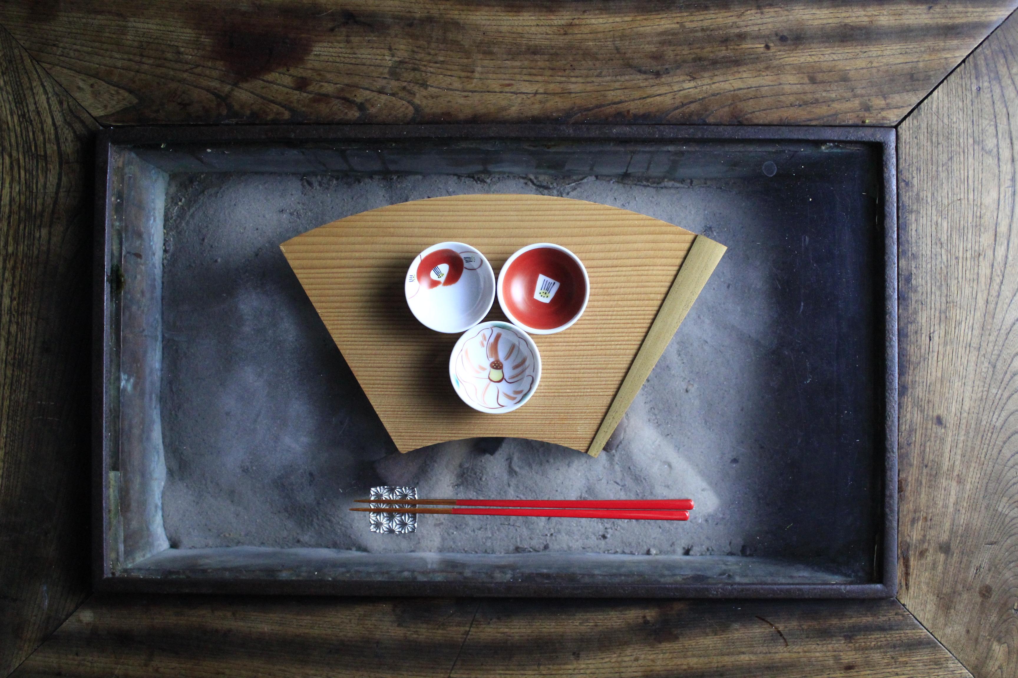 椿の豆皿三点写真