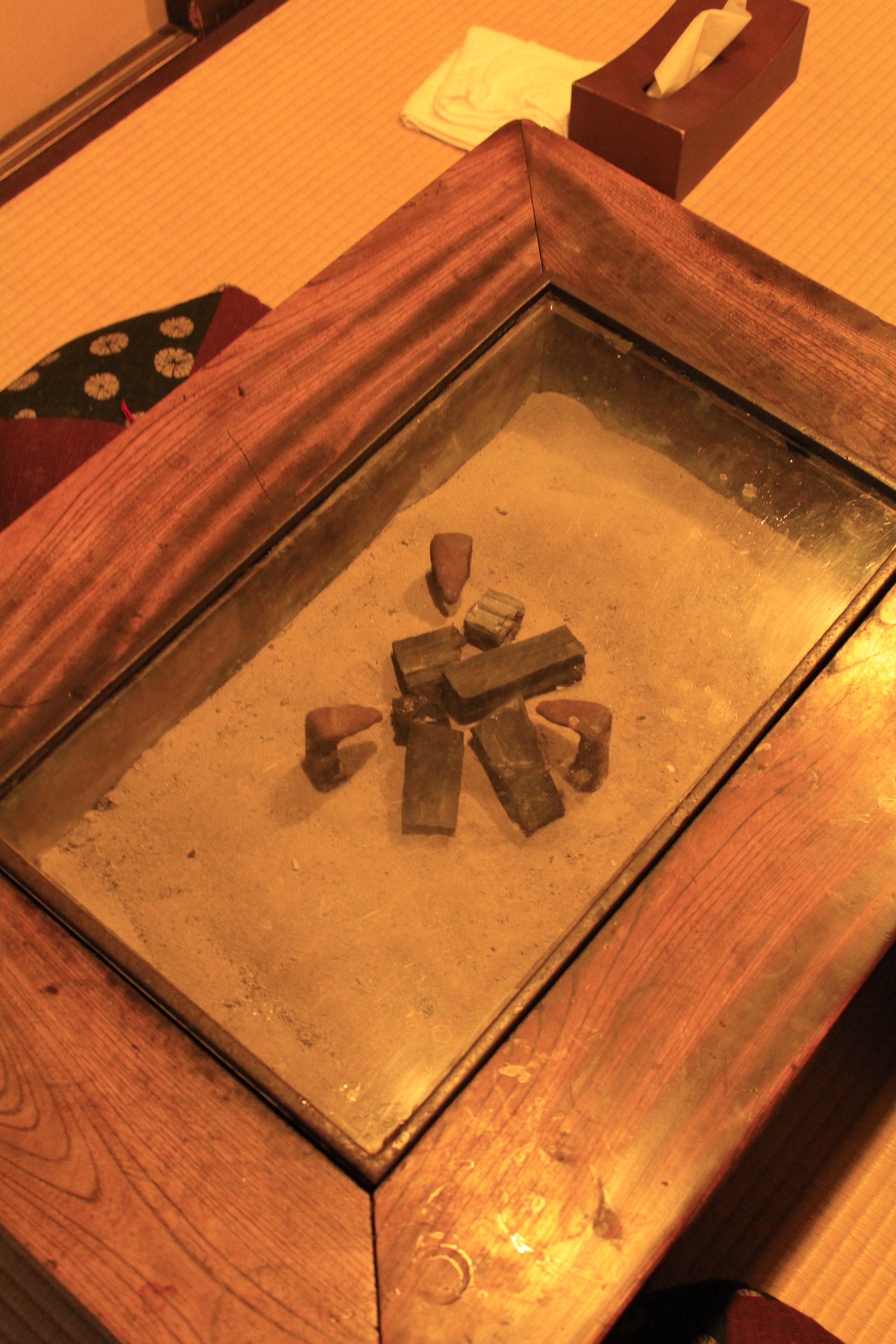 囲炉裏テーブル写真1